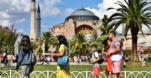 Travel and tourism employees in Turkey to receive vaccination first