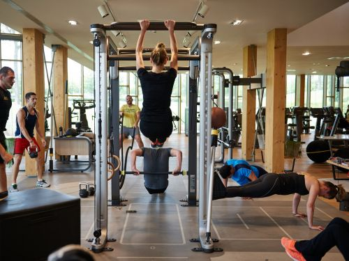 A Manhattan gym that keeps lights and camera for Instagrammers costs up to $900 a month but lets regular people work out there - as long as they use a different door