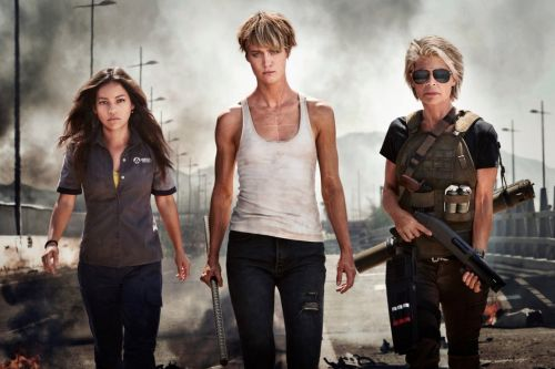 Linda Hamilton is back as Sarah Connor in the first official look at the next 'Terminator' movie, from the director of 'Deadpool'