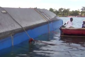 15 dead, Indonesia ferry sinks off Madura