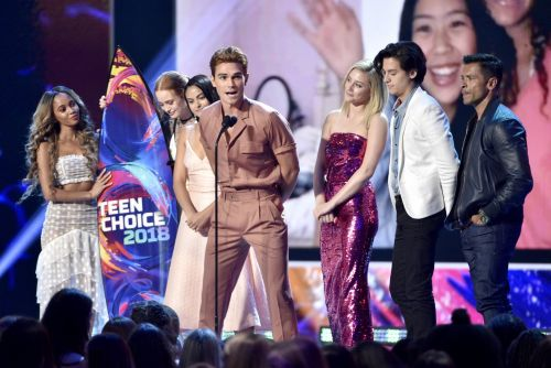 The cast of 'Riverdale' looked amazing on the Teen Choice Awards red carpet - see all their looks