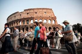 Rome passes new laws to tackle over tourism, bans open drinking