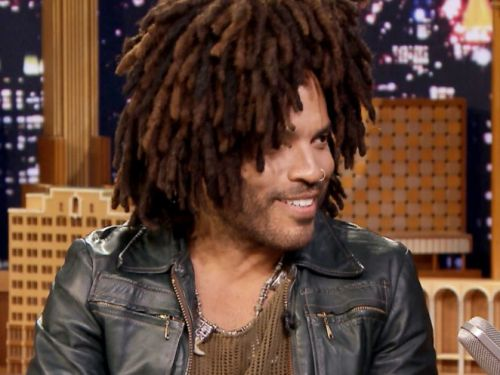 Lenny Kravitz finally addressed his giant scarf, and doesn't see why people are so obsessed with it