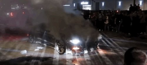 Ford Mustang GT Bursts Into Flames at Car Meet