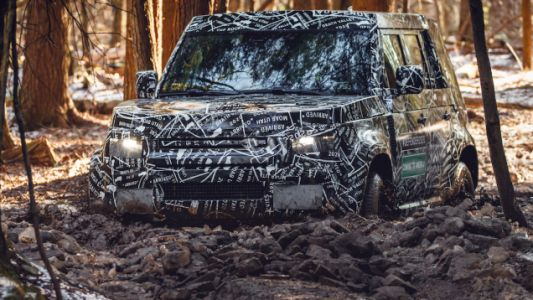 Here's a Close Look at the New Land Rover Defender Off-Roading