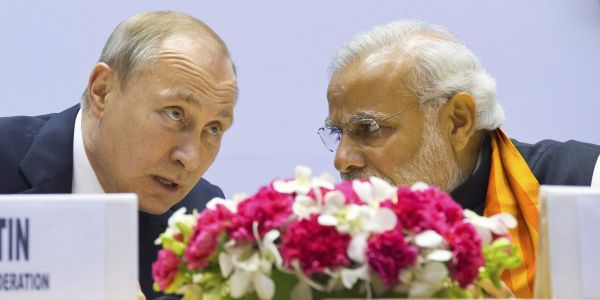 The US is trying to boost its military ties with India, but Russian weapons are getting in the way