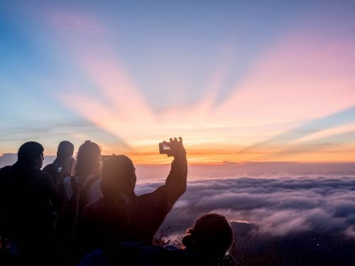 The most beautiful sunrise I've ever seen was on top of a volcano in Bali - here's what it was like