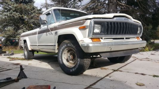 Wrenching on My Jeep J10 Made Me Fall Back in Love All Over Again