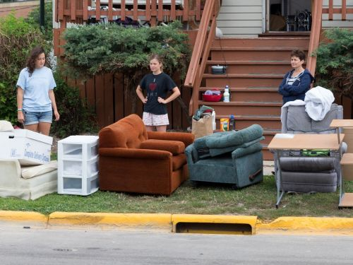 26 things you should never throw out before you move