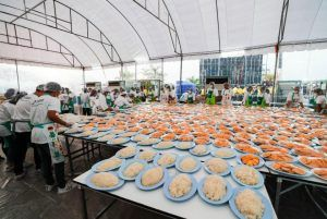Thailand holds biggest record-breaking sticky rice mango feast for Chinese