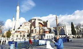 Turkish tourism sector contributes TL461.3 billion to the country's economy last year