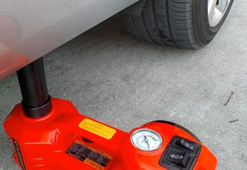 Cool Tool: An Electric Hydraulic Jack Kit Is An All-In-One Solution For A Quick Tire Change