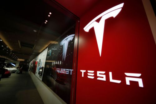 Do You Work Retail for Tesla Right Now? Tell Us What's Going On