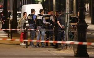 Paris knife attack injures seven tourists