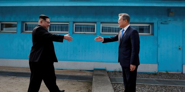 Tourists in Korea are mimicking Kim Jong Un's historic handshake with South Korea's president