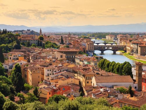 Florence is cracking down on tourists snacking on certain streets - and if they ignore the ban they could be fined close to $600