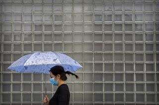 China to let in more foreigners as virus recedes