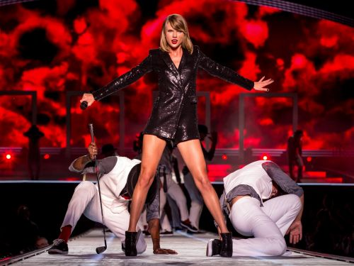 Taylor Swift is worth more than $300 million - see her bicoastal mansions, lavish vacations, and generous gifts to fans and friends