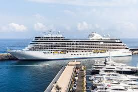 Luxury cruise lines win over tourists