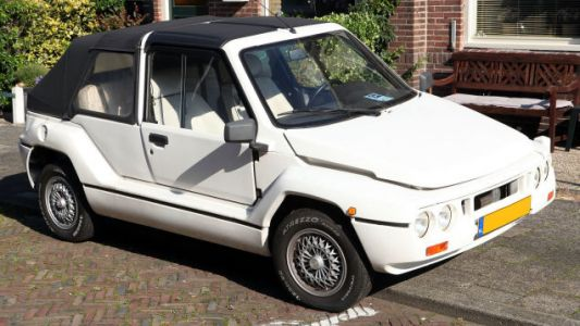 The Mega Tjaffer is the Customizable Plastic Pseudo-Citroën of My Dreams