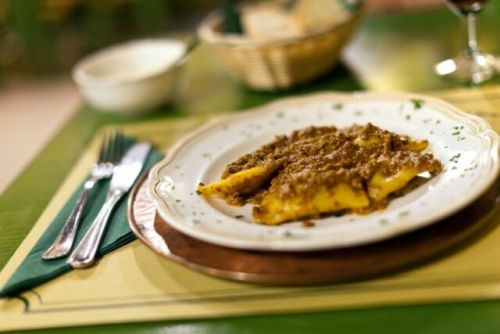 Daily Dose of Europe: The Italian Love of Eating