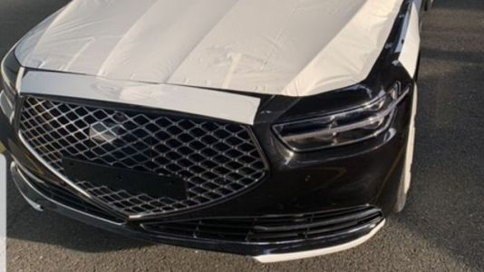 Here's the Facelifted Genesis G90 Way Before You're Supposed to See It