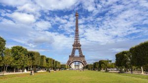 France welcomed 89.4 million tourists in 2018; tourist spending was €56.2 billion