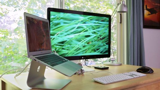 9 things you should never keep at your desk
