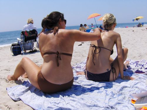 How long your sunscreen actually protects you, according to dermatologists