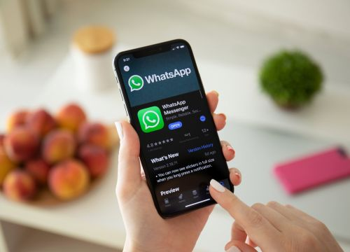 How to share your location on WhatsApp using an iPhone or Android device
