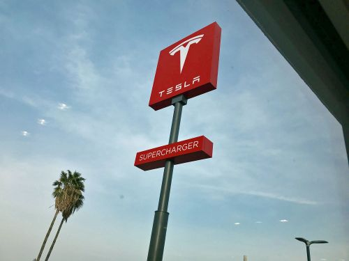 Tesla could finally meet its supercharger goal if early 2018 is any indication