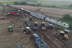 24 killed and 124 injured after passenger train derailed in northwest Turkey