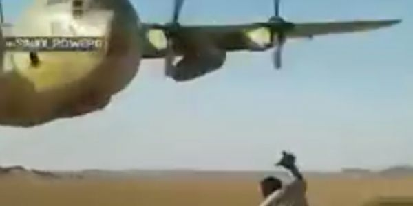 Heart-stopping video shows a Saudi C-130H flying just over a soldier's head in Yemen