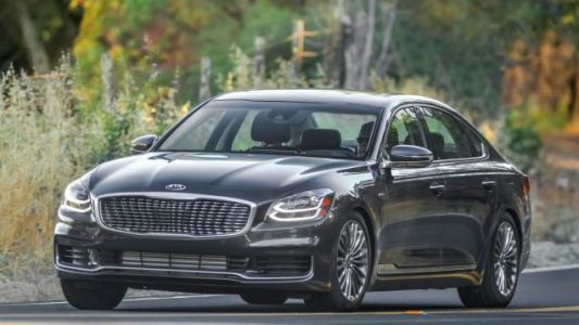For The Few Who Will Notice, The Kia K900 and Cadenza Are Both Discontinued For 2021