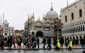 Venice underwater - tourists affected