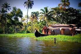 For snake boat race, Kerala tourism invites franchise bids!