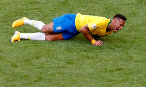 'I've seen people get shot that take it better than this clown' - British politician rips into Neymar for controversial dives
