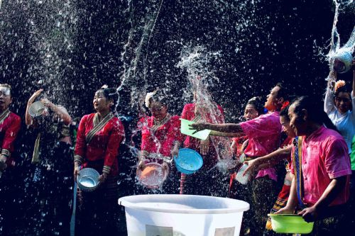 Water-sprinkling is good clean fun in Yunnan
