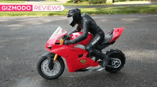 This RC Ducati Motorcycle Is Packing Some Surprisingly Clever Tech