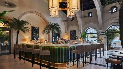 Le Sirenuse Champagne Bar at Four Seasons Hotel at The Surf Club Invites Guests to Experience Amore Eterno