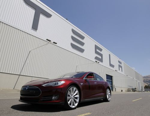 Germany forces 1,050 Tesla owners to forgo electric car bonus