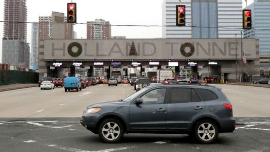 The Holland Tunnel Finally Put the Holiday Decorations in the Right Damn Place