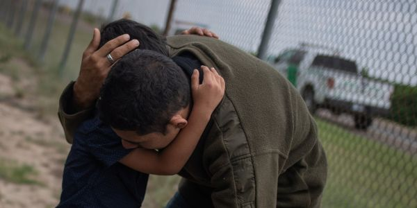 A migrant father separated from his wife and child at the US-Mexico border had a breakdown at a Texas jail and took his own life