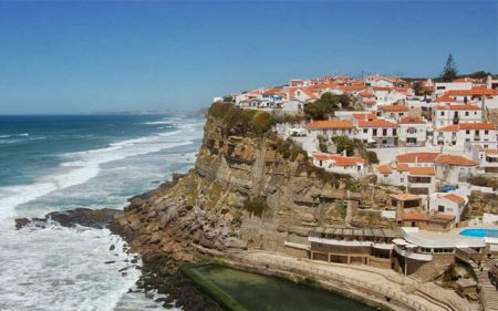 Two Australian tourists attempt 'selfies', fall to death on Portugal's beach