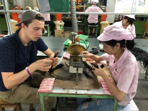 Here's what it's actually like to work in a Chinese electronics factory, according to one American student