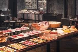Bostonian Seafood & Grill Introduces The New Interactive Sunday Seafood and Champagne Brunch