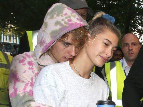 Rumored newlyweds Justin Bieber and Hailey Baldwin went on a tourist day out in London - and he even busked for her outside Buckingham Palace