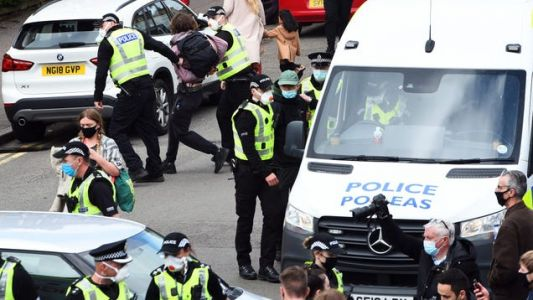 Hero Protestor Laid Under Immigration Van For Eight Hours To Stop Raid