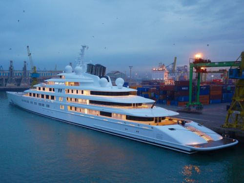 The world's largest private yacht cost $600 million to build and has held the record for more than 5 years - but it might soon be dethroned