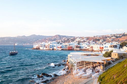 Two photos show how different the billionaire haven of Mykonos is for travelers who aren't swimming in money